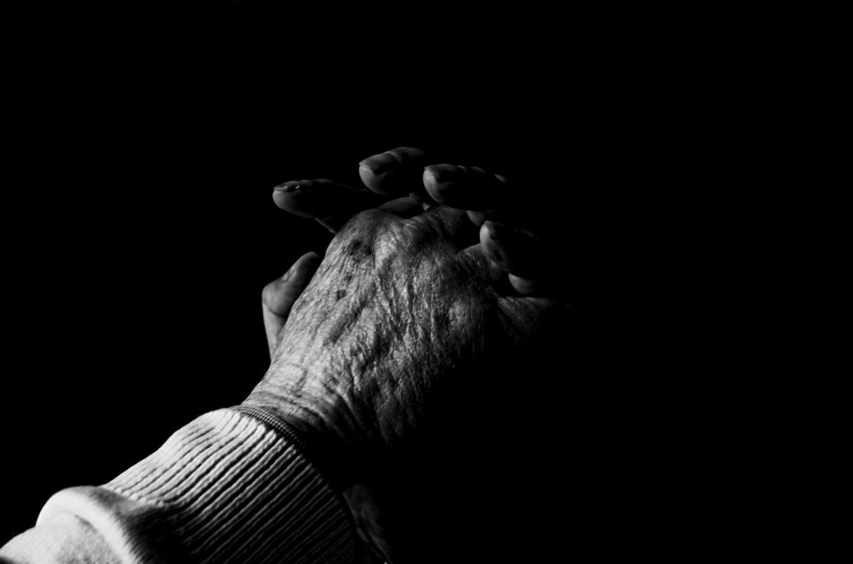 praying hands-black&white