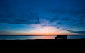 Morning_Dawn_bench_bench_lake_skyline_sun_sunrise_sky_clouds_1920x1200
